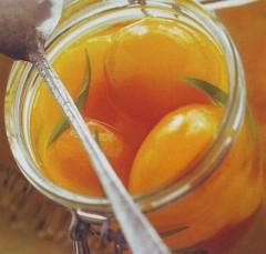 Pesche sciroppate al limoncino.jpg