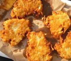 frittelline di patate alla cipolla,frittelline di patate,frittelle,frittelle saporite,ricette frittelle,secondo vegetariano,ricetta vegetariana,