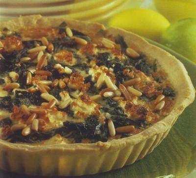 torta salata ai pinoli e spinaci,torta salata,torta di spinaci,ricette di cucina,ricette,panna,noce moscata,