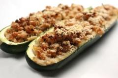 zucchine ripiene al forno,barchette di zucchine,zucchine farcite,zucchine farcite alla salsiccia,ricette di cucina,ricette,patate,zucchine,